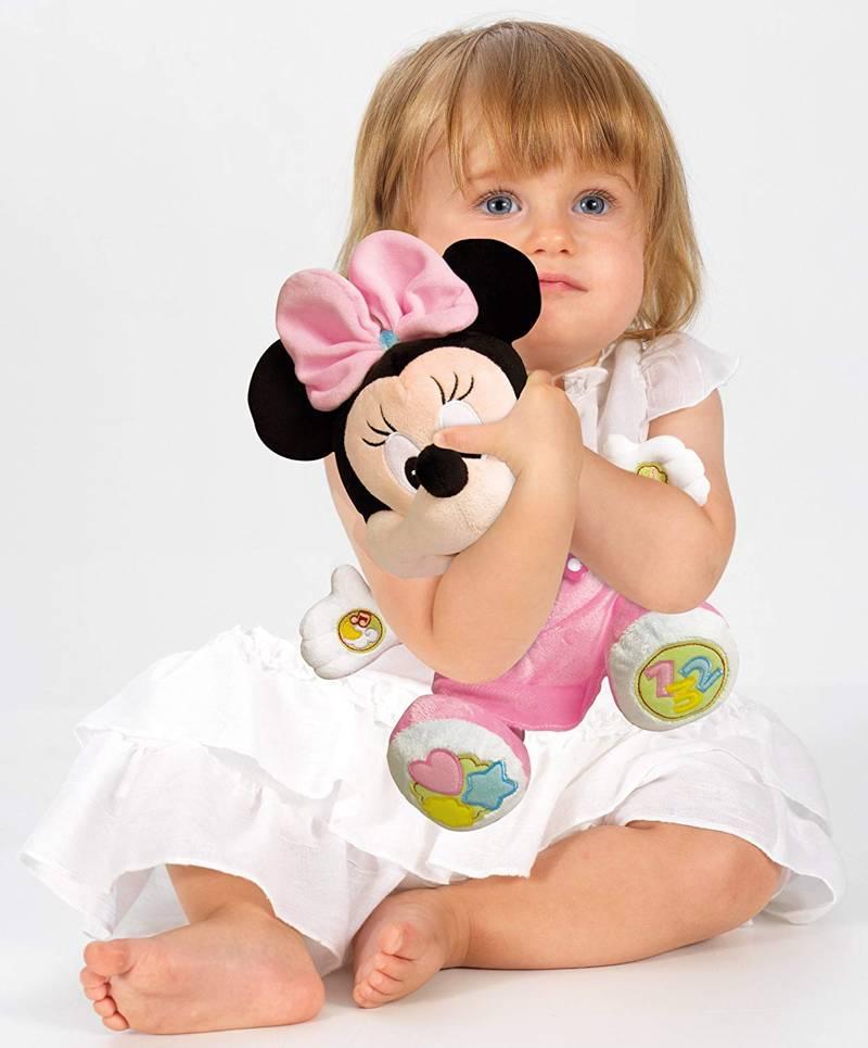Benefici per bambine piccole nell'uso del peluche Minnie Canta e Parla