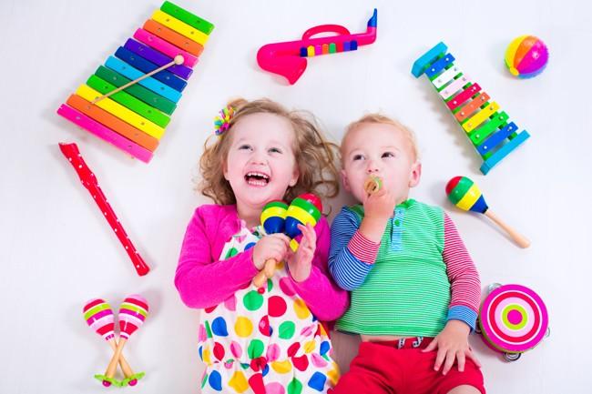 i benefici dei giochi musicali per bambini