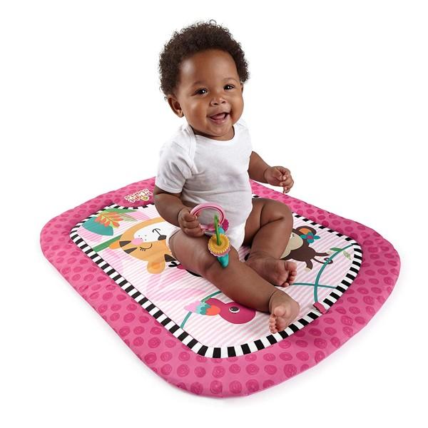 cuscino d'appoggio in primavera per bambini piccoli