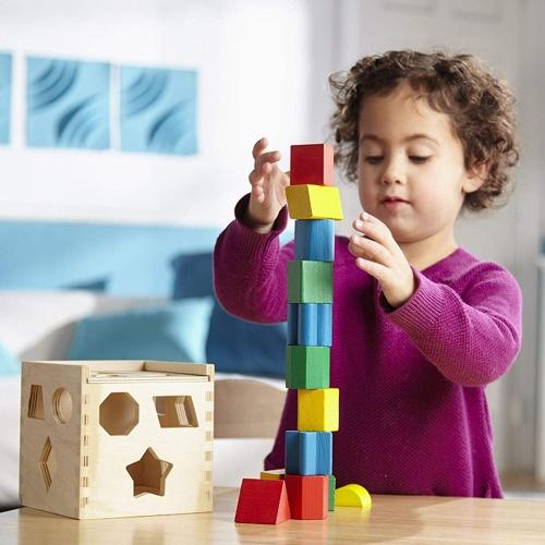 cubo per la selezione di forme ad incastro per bambini
