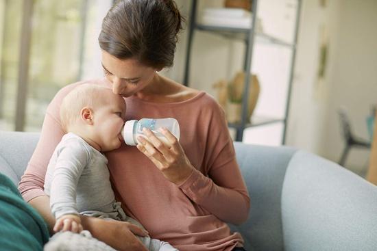 biberon per bambini e neonati della marca Avent