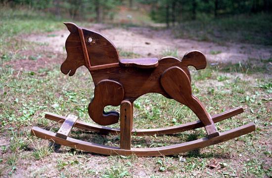 cavallo a dondolo in legno vintage